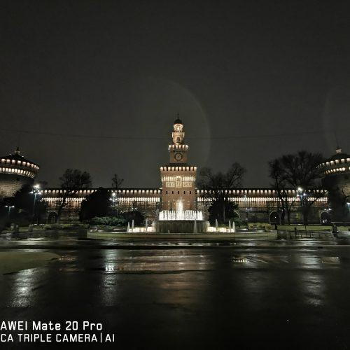 Il fascino di Milano vista di notte, con uno Huawei Mate 20 Pro